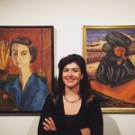 La conservatrice Leonore-Namkha Beschi  présente l'artiste Inji Efflatoum